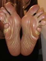 Looking for pretty toes & interesting conversation?  I\'m your girl!